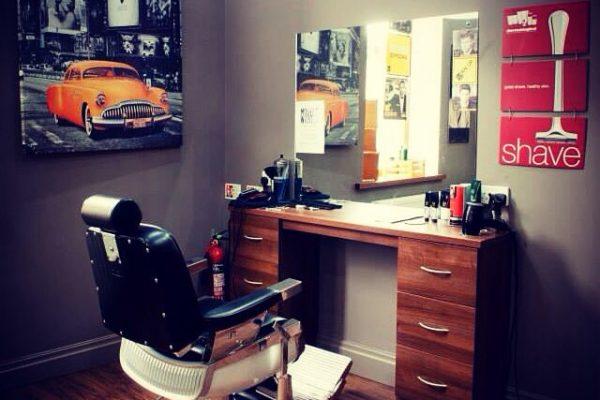 آرایشگر آقا سیار در محل و منزل